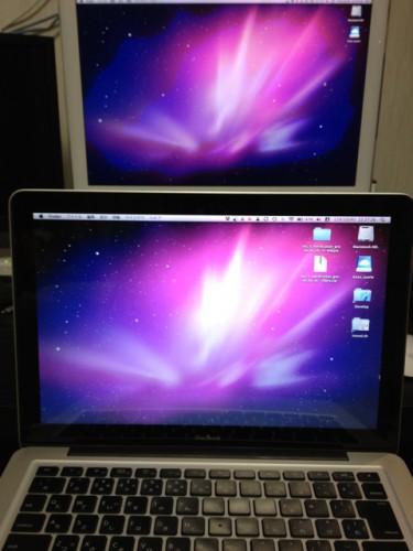 MacBookとiMac 同じデスクトップピクチャで画面の変化を比較