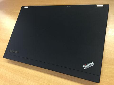 ThinkPad X220 閉じたところの全景